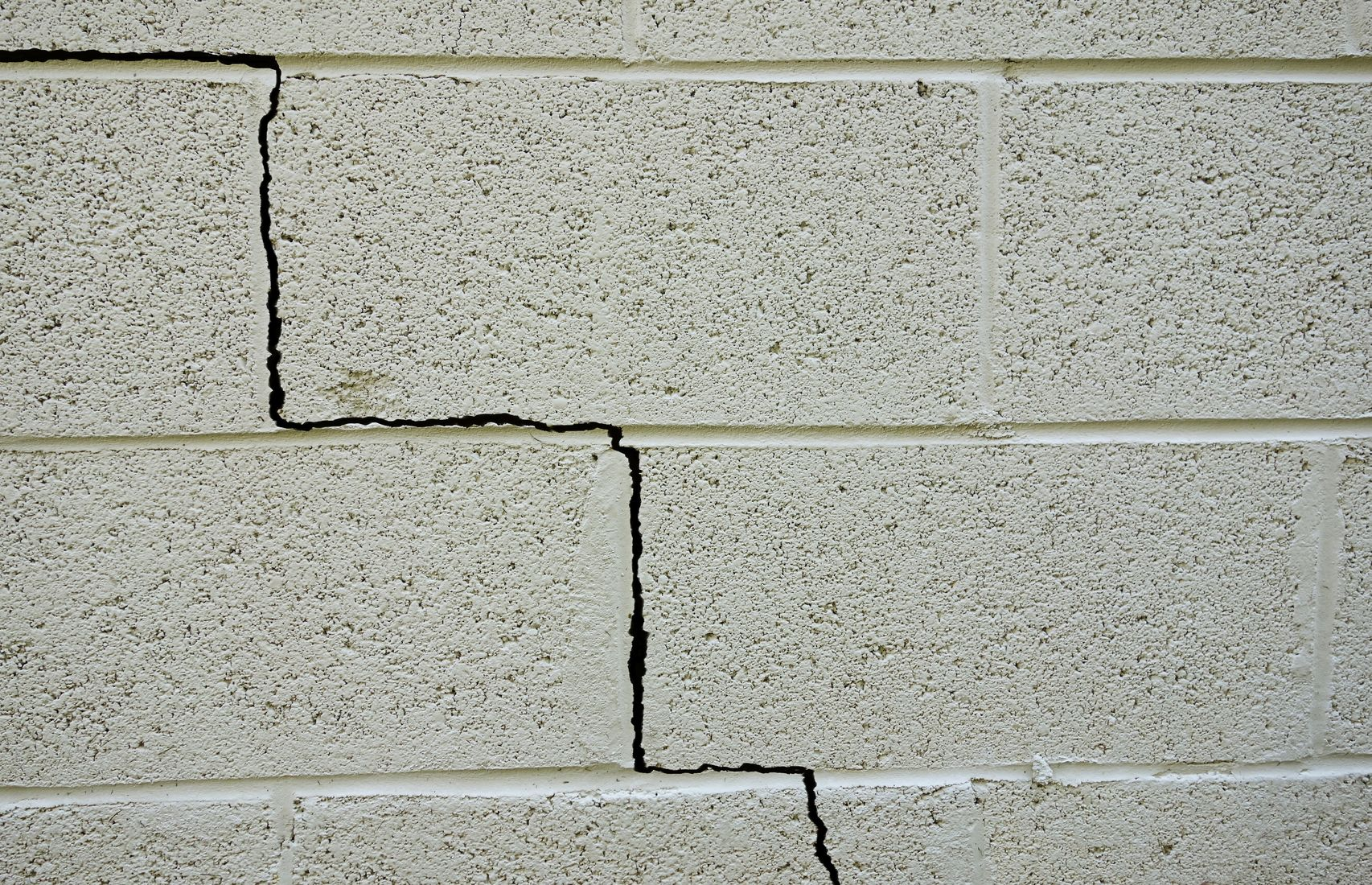 cracked-wall-repair-contractor